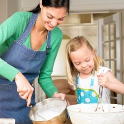 Blog. Mom cooking w. child. 7.11