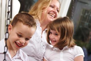 Blog. Mother w. kids. 9.12 dreamstime_xs_7659645