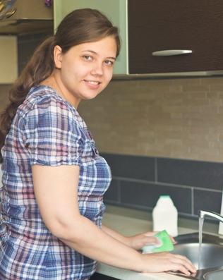 Blog. Woman washing dishes. 10.14