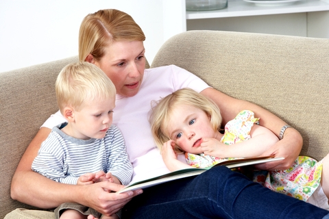 Blog. Mother reading to kids. 10.14
