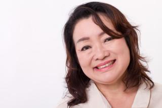 Blog. Smiling woman. 8.18